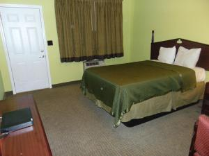 A room at Westbrook Motel