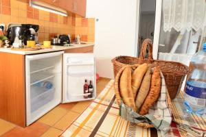 A kitchen or kitchenette at Apartman Molnár