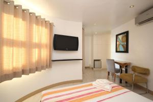 A room at Bluewaves Westcliff Villa