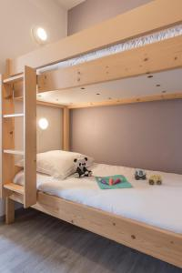 A bunk bed or bunk beds in a room at Maeva Particuliers Résidence Promenades des Bains