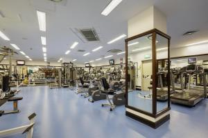 The fitness center and/or fitness facilities at Moscow Marriott Grand Hotel