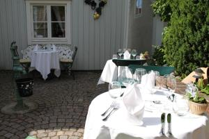 A restaurant or other place to eat at Hotel Amalias Hus