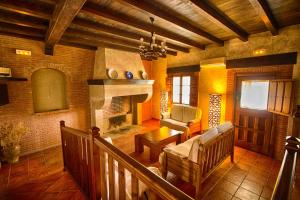 The lounge or bar area at Casa Rural Tia Tomasa