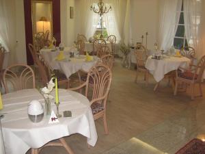 Ein Restaurant oder anderes Speiselokal in der Unterkunft Apparthotel am Friedrichspark