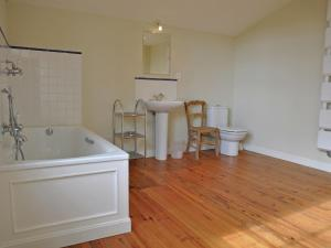 A bathroom at Beautiful Farmhouse With Private Pool in Toujouse France