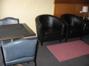 A seating area at Darlot Motor Inn