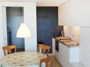 Cuisine ou kitchenette dans l'établissement Apartment Westdiep 9-10