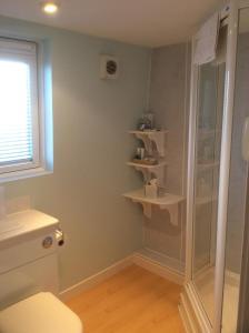 A bathroom at Arduthie House