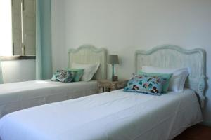 A bed or beds in a room at Lanui Guest House