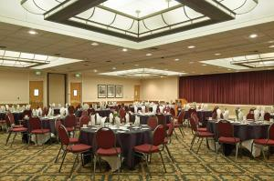 A restaurant or other place to eat at Hotel RL Salt Lake City