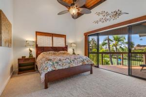 A bed or beds in a room at Kanaloa at Kona by Outrigger