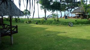 Aed väljaspool majutusasutust Lanta Marina Eco Resort