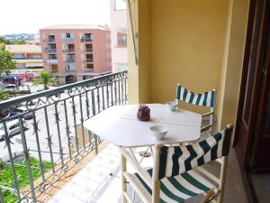 A balcony or terrace at Apartment Le Rabelais-2
