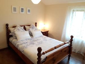 A bed or beds in a room at Vine house