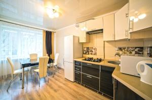 A kitchen or kitchenette at Apartments on Svobody Avenue- the center of Lviv