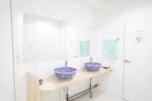 A bathroom at Casa Blanca Guesthouse