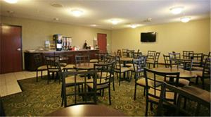 A restaurant or other place to eat at Baymont by Wyndham Dale