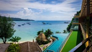 A view of the pool at Phi Phi Cliff Beach Resort or nearby