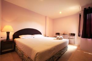 A bed or beds in a room at Chaba Chalet Hotel