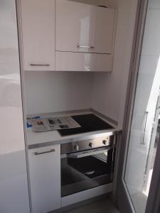 A kitchen or kitchenette at Les Pieds Dans L´eau
