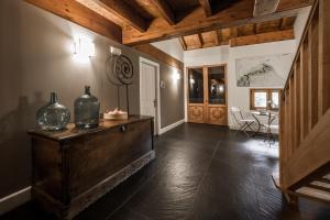 El salón o zona de bar de Casa Rural Errota-Barri
