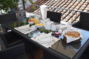 Un restaurante o sitio para comer en Hotel MasClara