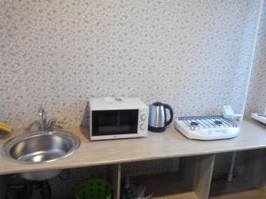 Кухня или мини-кухня в Apartment on Leninskiy prospekt 150