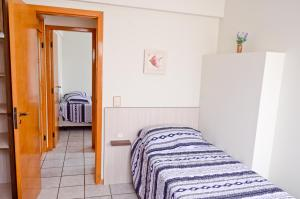 A bed or beds in a room at Aptos Praia Central Omega B