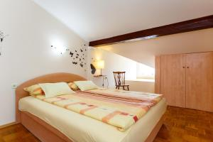 A bed or beds in a room at Apartments Villa Elizabet