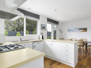 A kitchen or kitchenette at Front Beach Shack - renovated house in a quiet location
