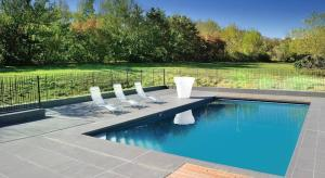 """The swimming pool at or near Relais Fasthotel """"La Couchée"""" Avignonet"""