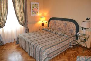 A bed or beds in a room at Hotel Giglio
