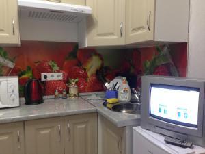 A kitchen or kitchenette at Apartment on Polevaya 7