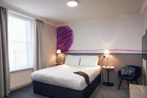 A bed or beds in a room at Mercure Exeter Rougemont Hotel