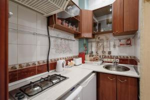 Кухня или мини-кухня в Апартаменты на Рубинштейна 15