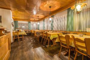 Ein Restaurant oder anderes Speiselokal in der Unterkunft Pension Nigella