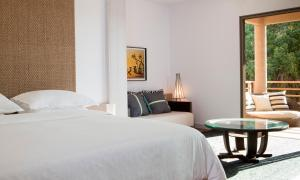 A bed or beds in a room at Sheraton New Caledonia Deva Spa & Golf Resort