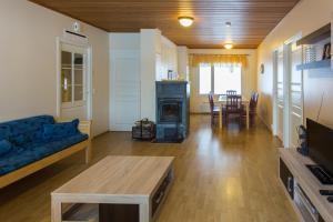 En sittgrupp på Delta Cottages Palausniemi