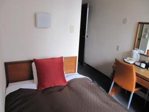 A bed or beds in a room at Hotel 1-2-3 Nagoya Marunouchi