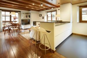 A kitchen or kitchenette at Val de Ruda Luxe 6 by FeelFree Rentals