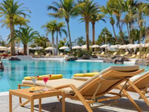 Het zwembad bij of vlak bij Adrián Hoteles Jardines de Nivaria