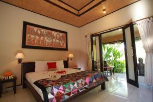 A bed or beds in a room at Taruna Boutique Homestay & Spa
