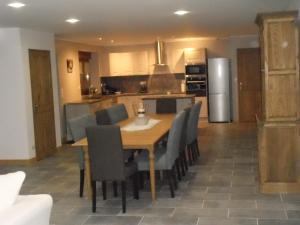 A kitchen or kitchenette at Le Courtil
