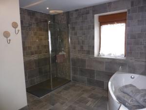 A bathroom at Le Courtil