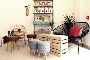 A seating area at Picnic Dreams Boutique Hostel