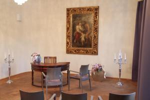Ein Sitzbereich in der Unterkunft Hotel Schloss Rabenstein