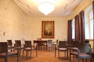 Ein Restaurant oder anderes Speiselokal in der Unterkunft Hotel Schloss Rabenstein
