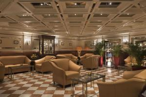 The lobby or reception area at Maritim Hotel Nürnberg