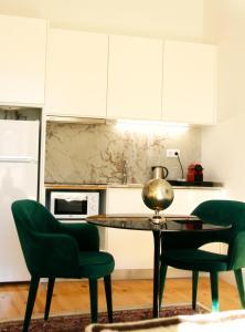 A kitchen or kitchenette at Oporto Chic&Cozy - Batalha