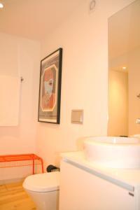 A bathroom at Oporto Chic&Cozy - Batalha